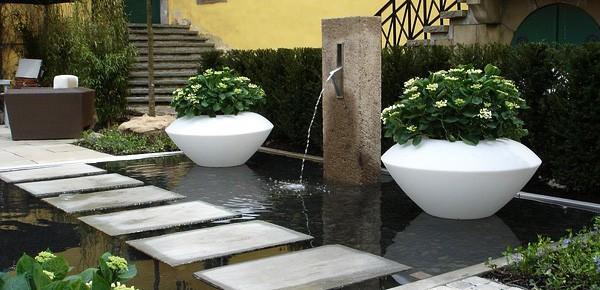 Garden centerpiece pond